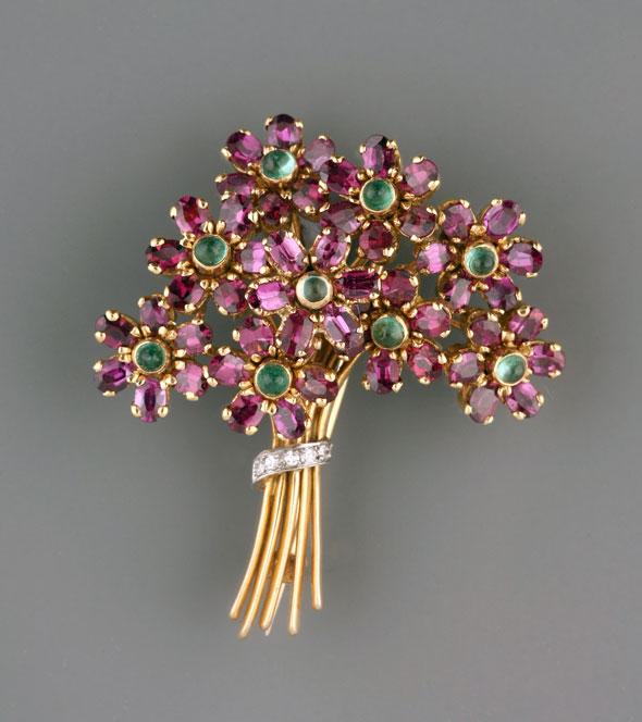BROOCH IN THE SHAPE OF A BOUQUET OF FLOWERS